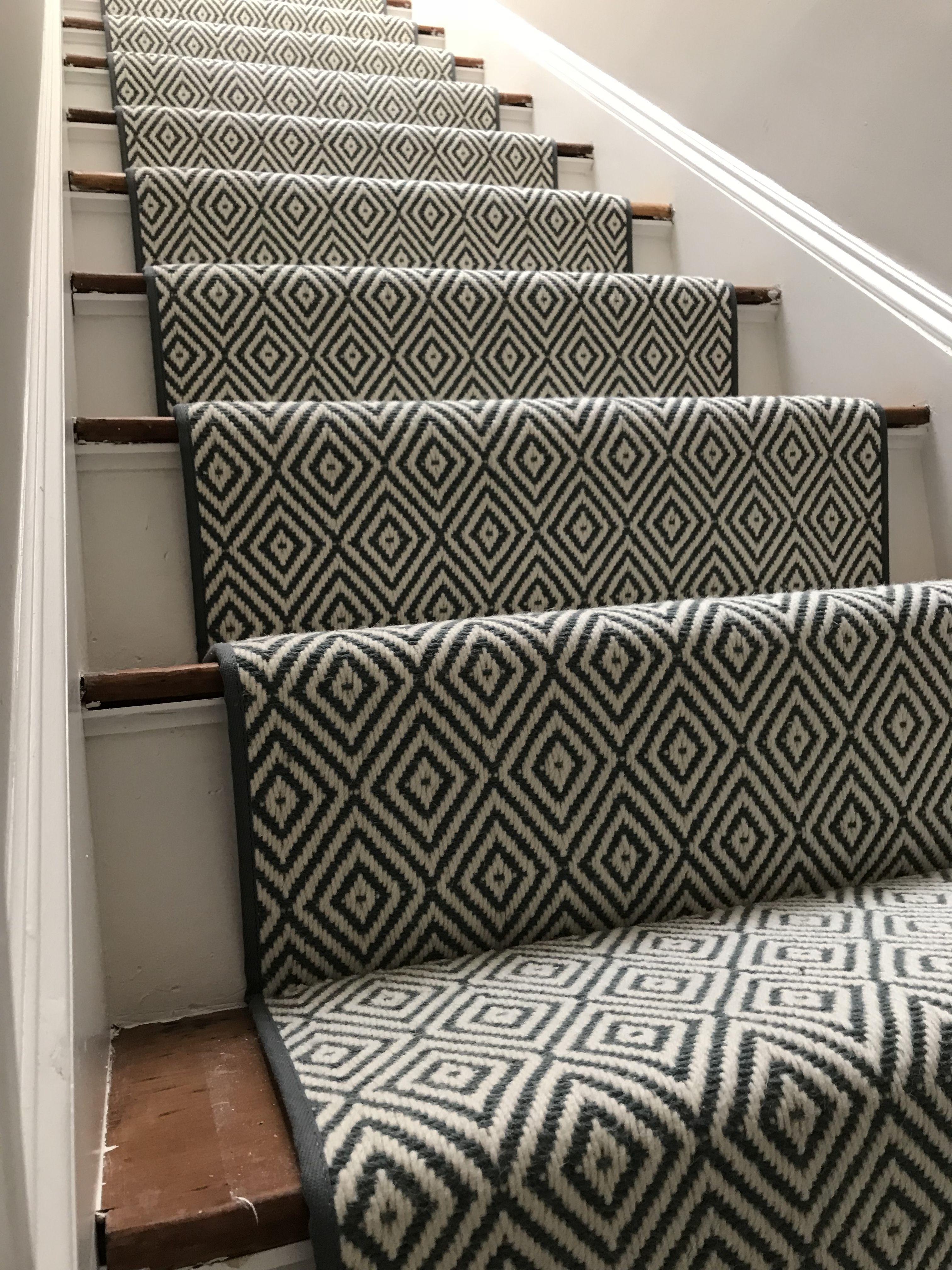 Mill Momeni Style Diamonds Color Blue Geometric Stair Runner