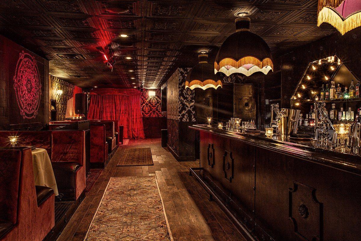 7 Best Speakeasies And Cocktail Bars In Chicago Architectural Digest Chicago Bars Speakeasy Decor Cocktail Bar Design