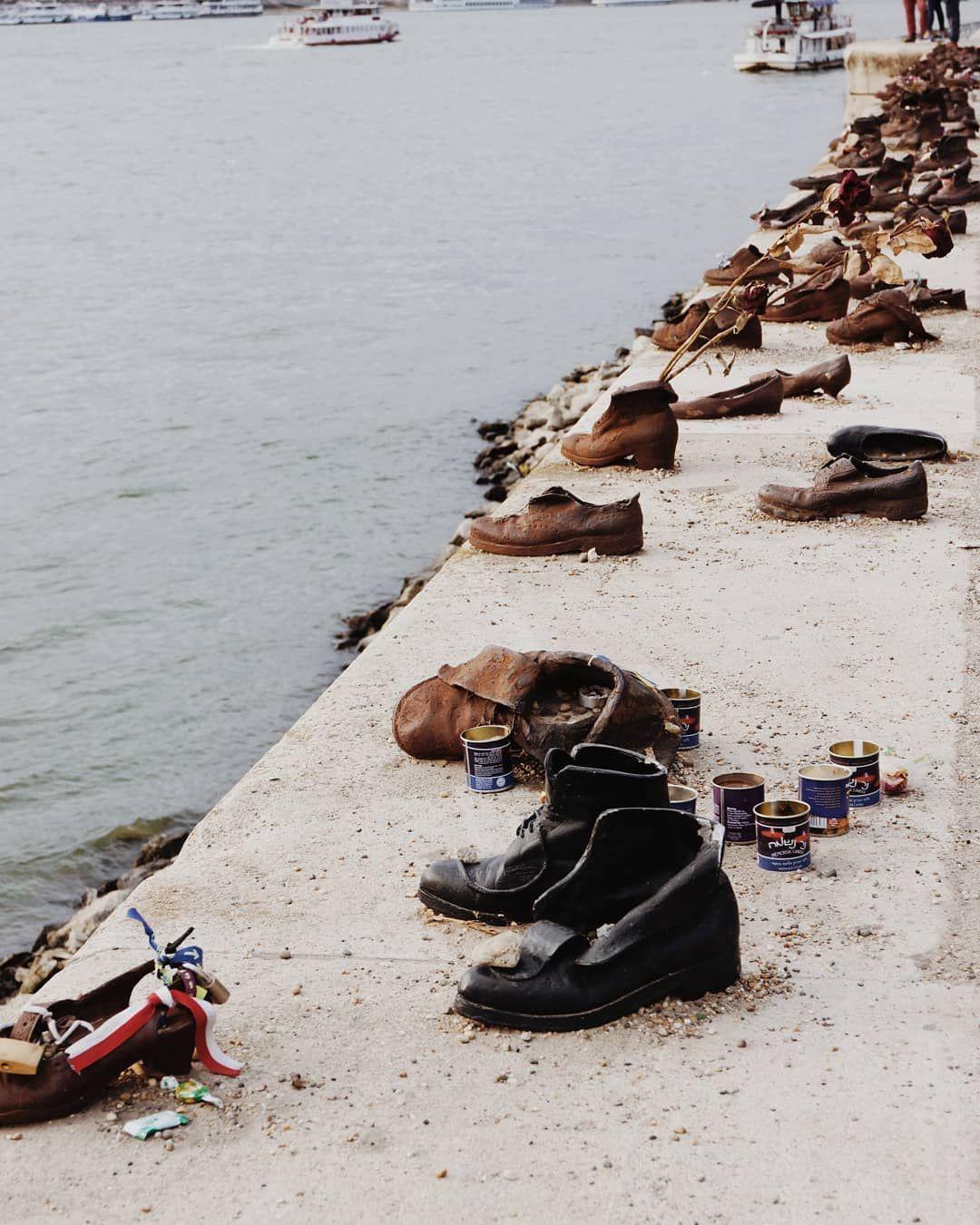 Niepokojacy Ale Jakze Wymowny Pomnik Buty Na Brzegu Dunaju Ania Budapest Hungary Monument Beautiful View River Danube Budapest
