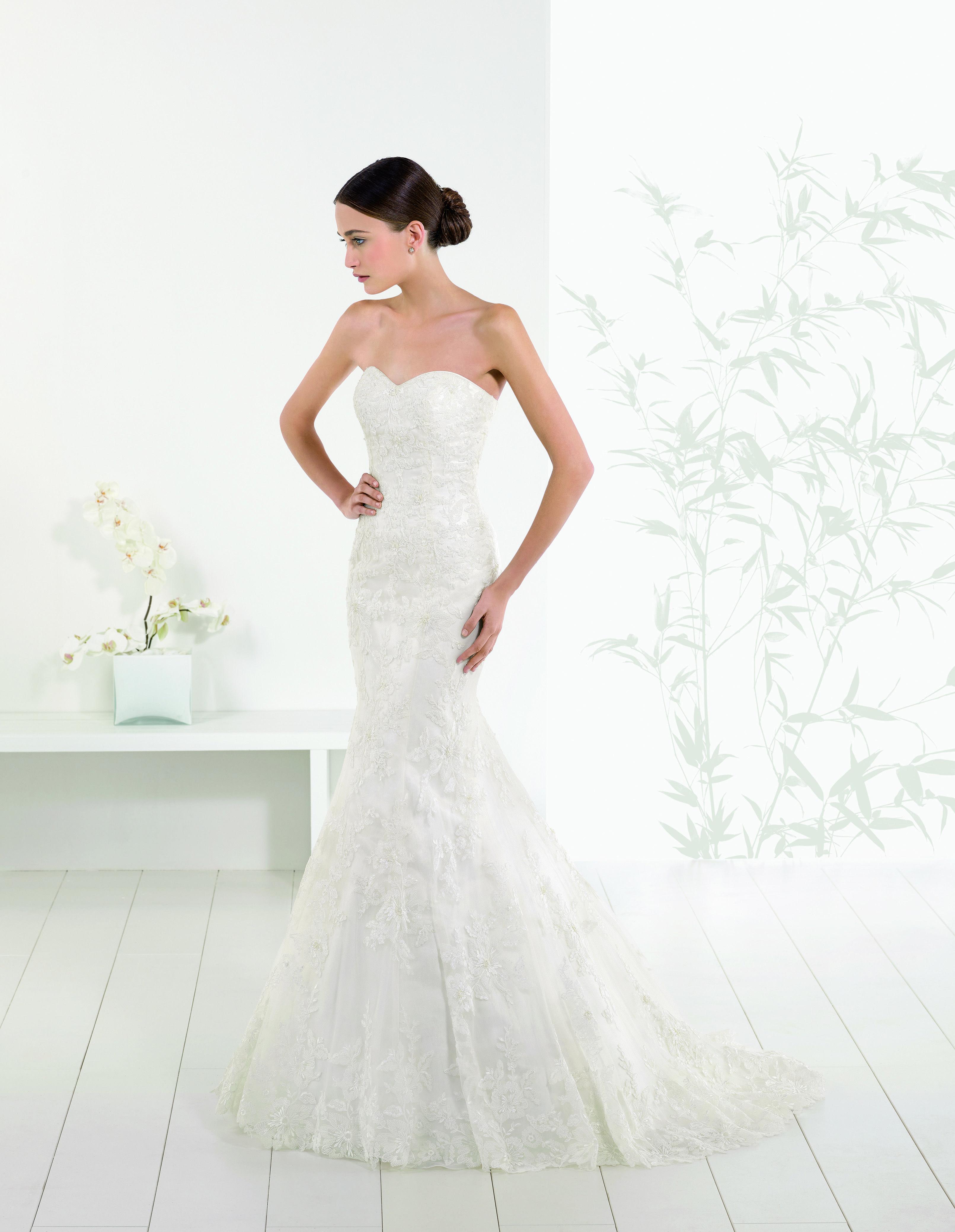 12308ff1e638 Abito da sposa sirena in pizzo Adriana Alier Rosa Clara  2016 per Bride  Project Buttrio www.brideproject.it