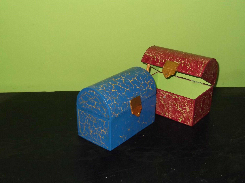 Manualidades con carton como hacer un cofre joyero de - Como hacer un joyero de madera ...