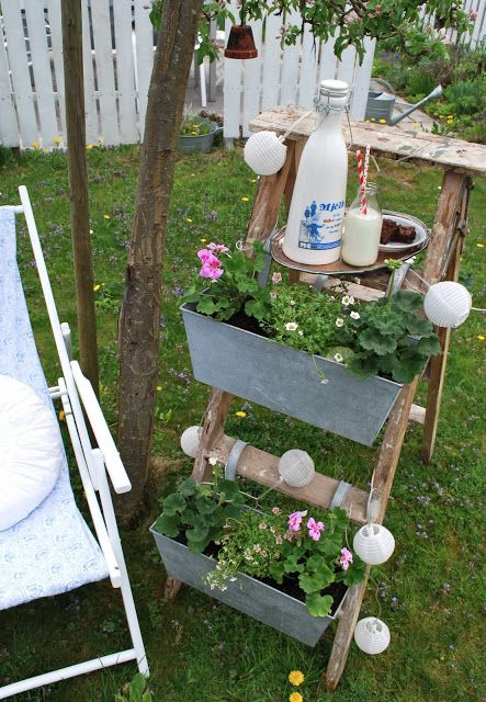 gartenleiter als deko in the garden pinterest gartenleiter deko und leiter. Black Bedroom Furniture Sets. Home Design Ideas