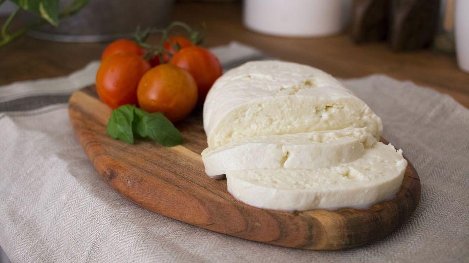 How To Make Mozzarella Recipe How To Make Cheese Mozzarella Recipes Cheese Making Recipes