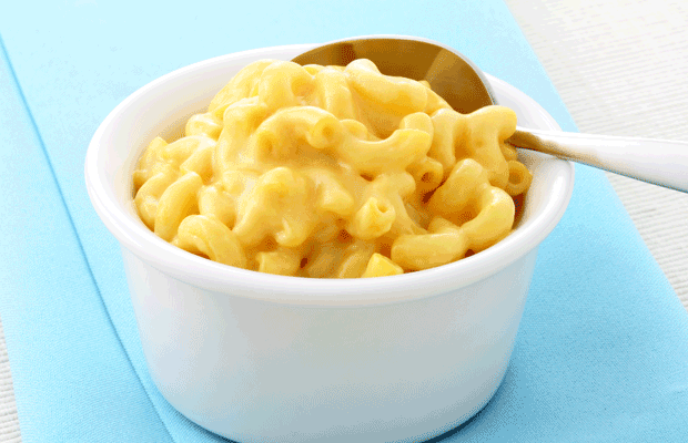 Macaroni and Cheese ist herrliches Soulfood - und ihr könnt sie mit nur drei Zutaten schnell selber machen. Genau das richtige Rezept für den Feierabend!