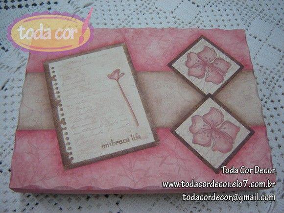 Caixa em MDF pintada ao estilo decorativo. Ótima para guardar fotos, documentos, lembranças e coleções. R$40,00
