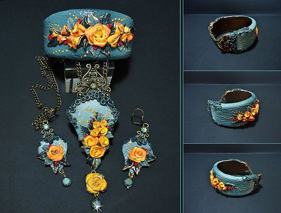 Set of earrings necklace and bracelet Flower necklace Emerald