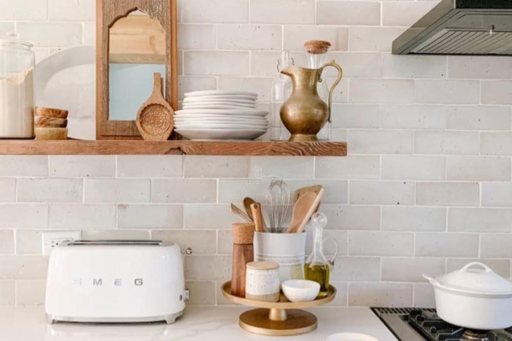How To Master The Kitchen Counter Oil Tray Daly Digs In 2020 Minimalist Kitchen Backsplash Kitchen Backsplash Designs Ceramic Kitchen