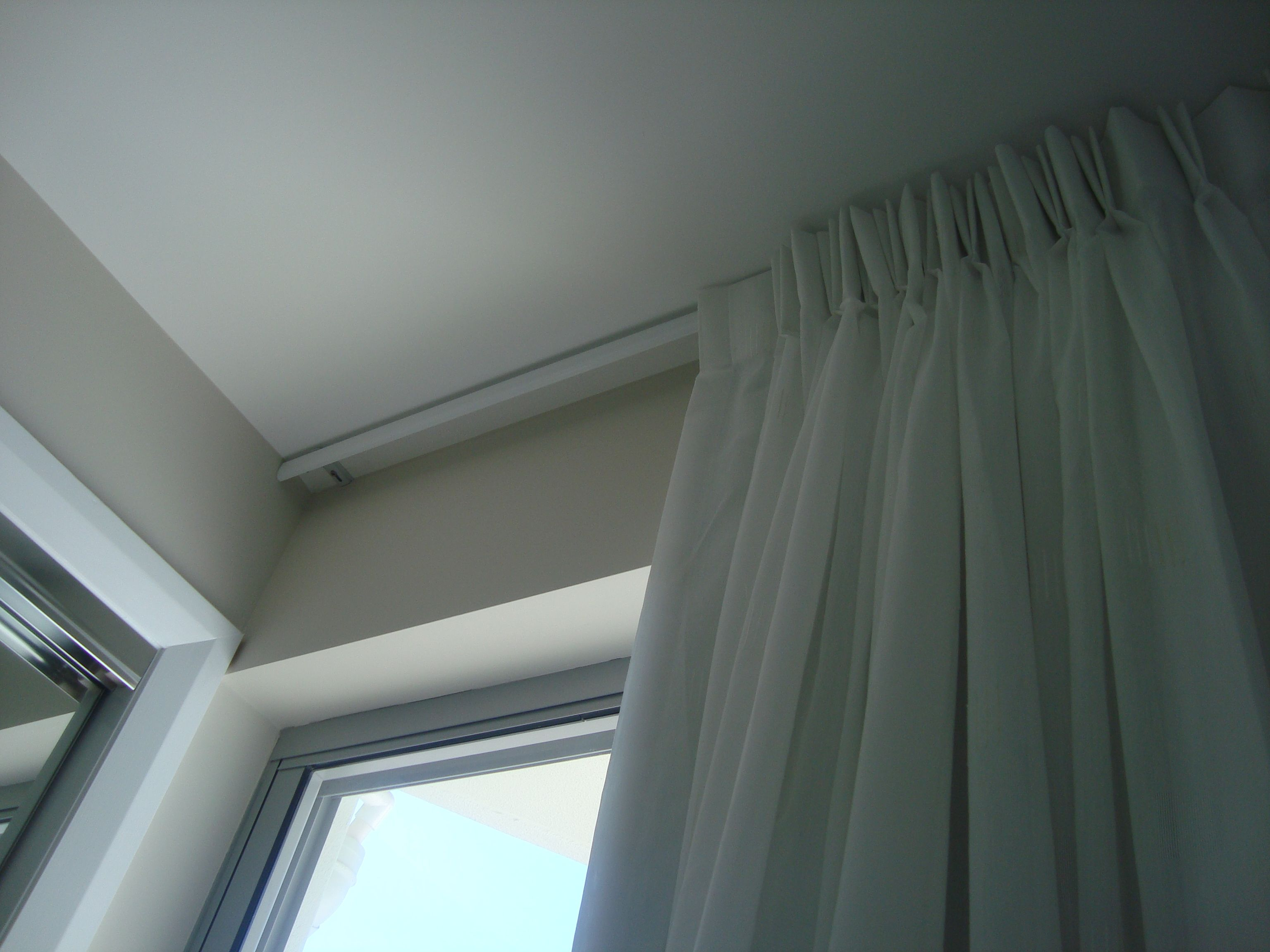 20 top ceiling tracks for curtains