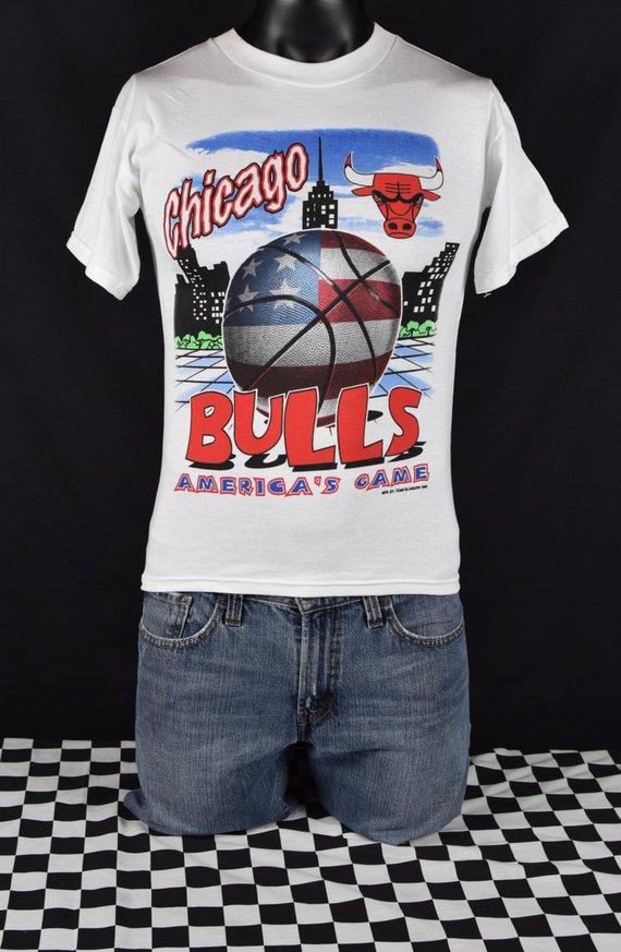 43ef54b68f8cd4 Chicago Bulls tee shirt Vintage 90 s   Basketball America s Game t-shirt    White   Michael Jordan