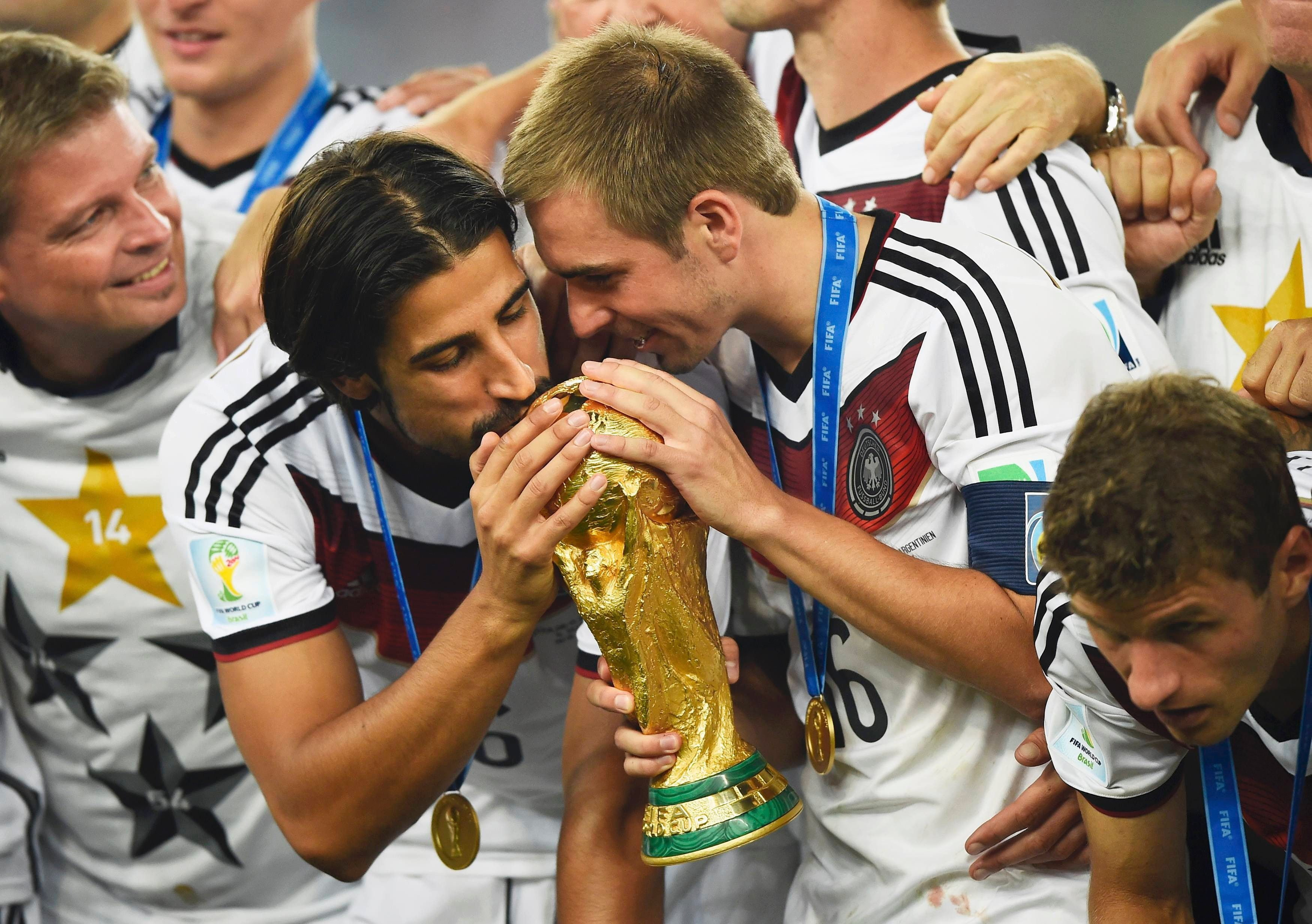 8.+Germany's+Sami+Khedira+(L)+and+Philipp+Lahm+(2nd+R)+kiss+the+World+Cup+trophy+as+they+celebrate+at+the+end+of+the+2014+World+Cup+final+against+Argentina.+Reuters.jpg (3500×2465)