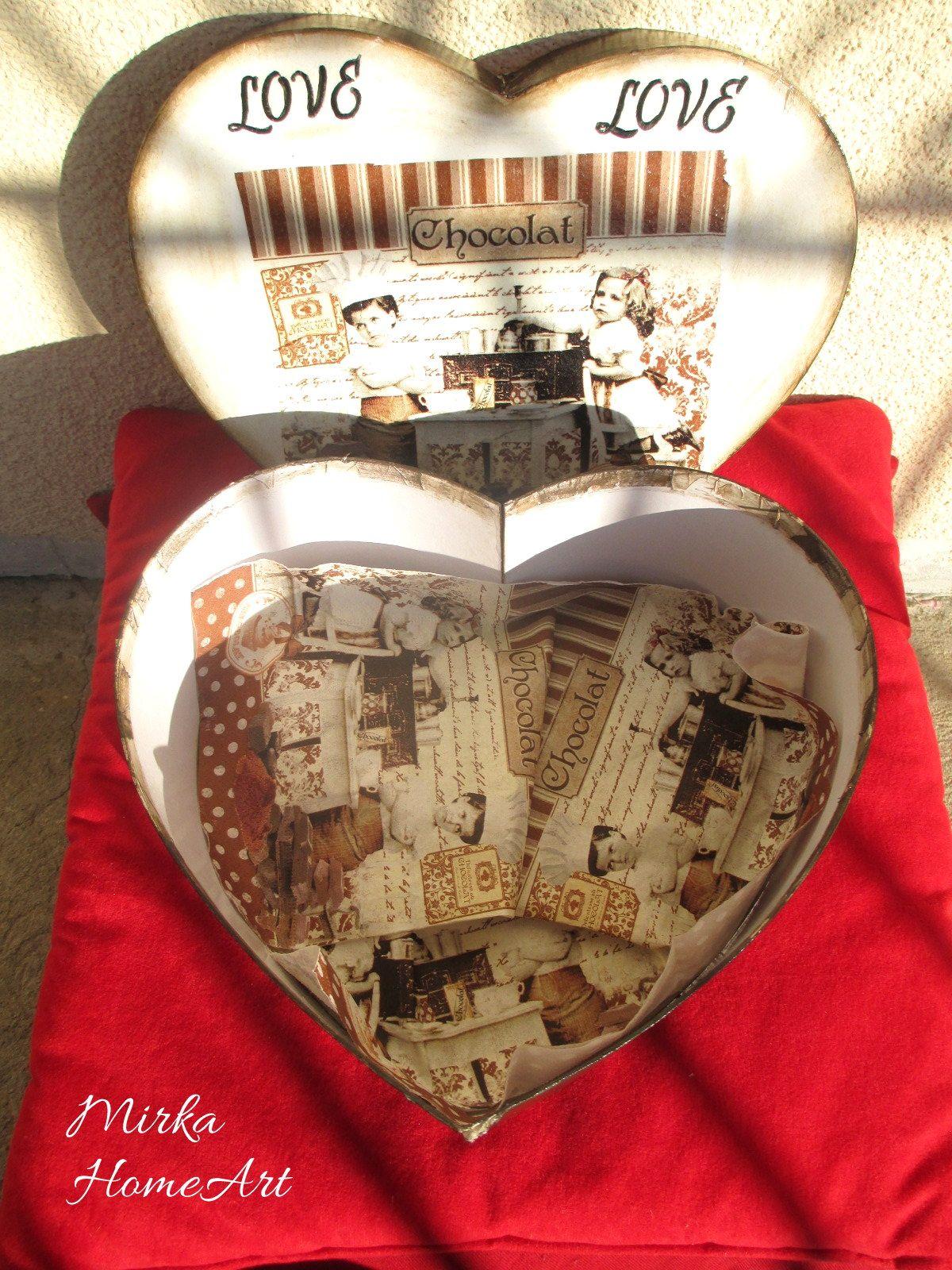 Krabica na sušienky a iné dobroty. Vyrobená zo srdiečkového kartóna. Použitá akrylová farba, transfer a dekupáž, na záver prelakované.  http://www.sashe.sk/HomeArt/detail/krabica-na-susienky-chocolat