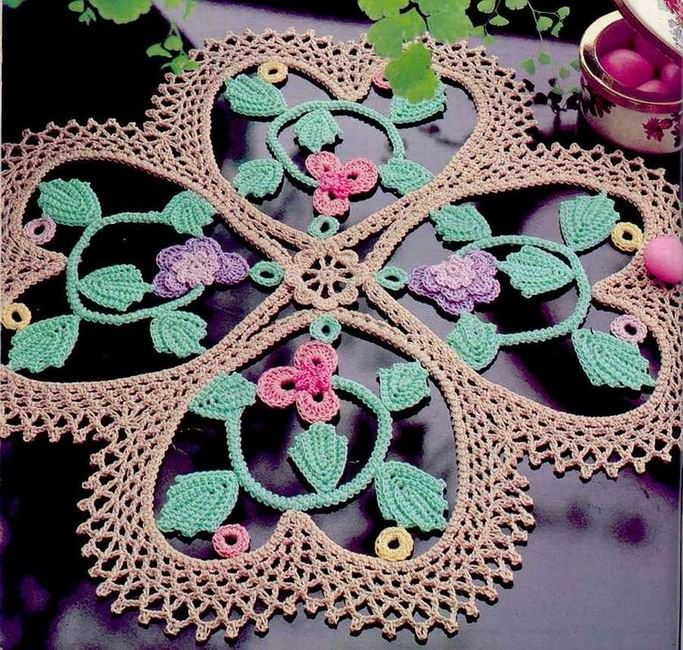 Fancy Four-Leaf Clover mat from Magic Crochet magazine issue #35, April 1985