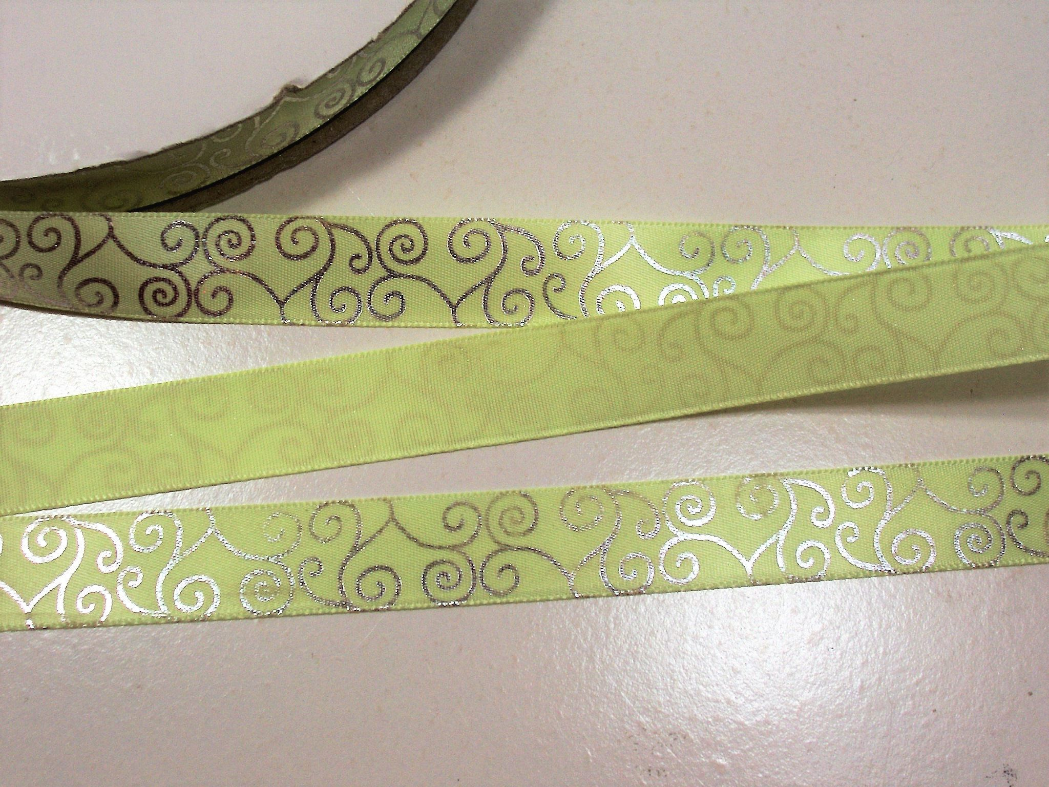 "5 Yards SALE White Flowers Green Sheer Wired Ribbon 1 1//2/""W"
