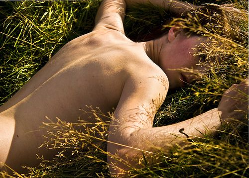 naked-in-the-grass-pics