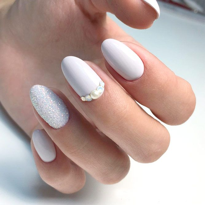 Trendy White Acrylic Nails Designs ☆ See more:  https://naildesignsjournal.com - 21 Trendy White Acrylic Nails Designs White Acrylic Nails