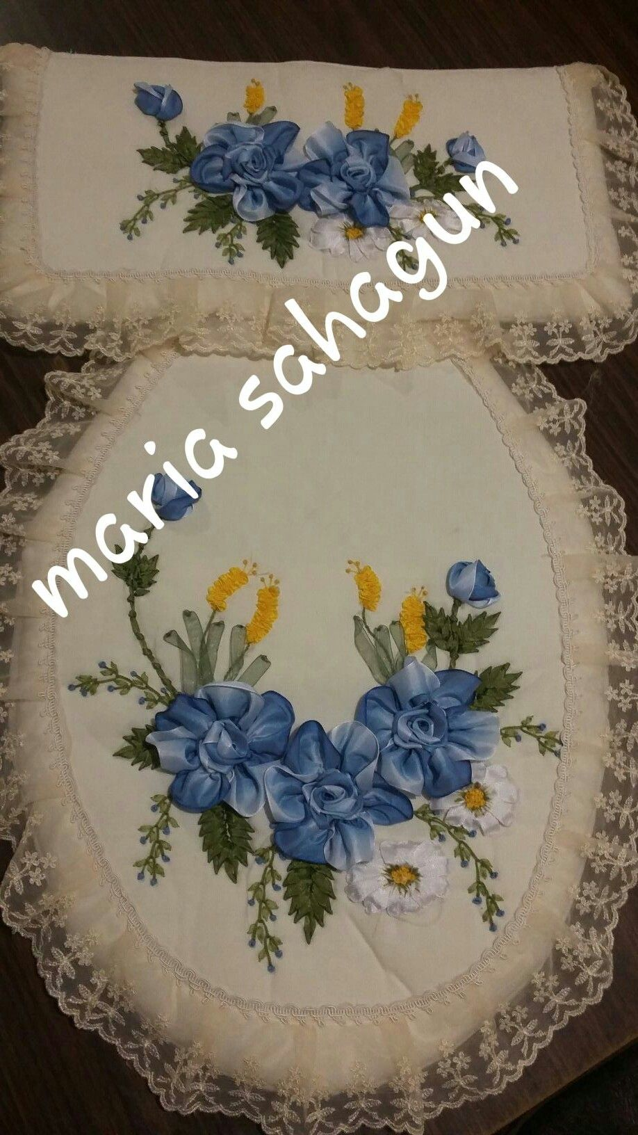 Pin by jacqueline avila on rosas pinterest embroidery - Cojines hechos a mano ...
