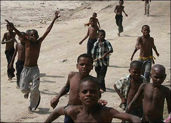 African Boys Rocking In The Beach  The Amazing -5876
