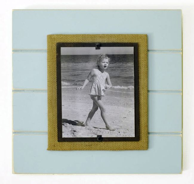 Xl 19 X 19 That Holds An 8 X 10 Photograph Burlap And Painted Back Board With Hand Crafted Distressed Paint Wood Frame Diy Frame How To Distress Wood Frame