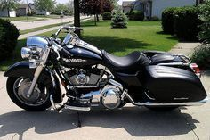 Road king, customized ex-police bike #harleydavidsonroadkingpolice #harleydavidsonstreet750captainamerica