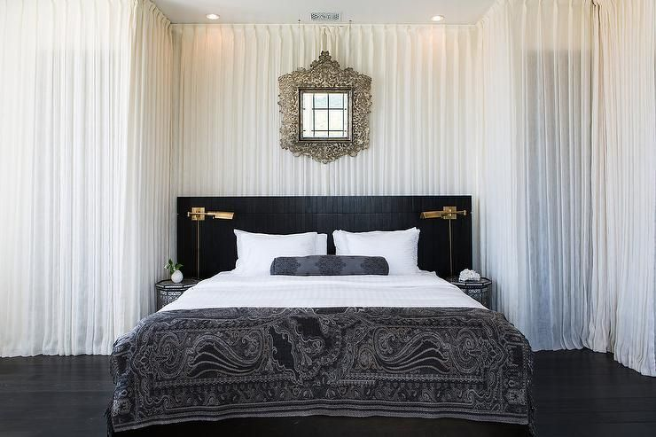 White and black moroccan style bedroom features walls for Black feature wall bedroom