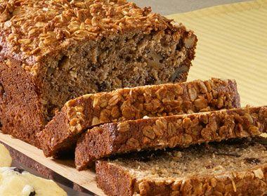 Le Banana Bread et sa variante avec de la noix est le goûter parfait quand vous avez une grosse fin. Demandez-le toasté avec du beurre, c'est un régal!