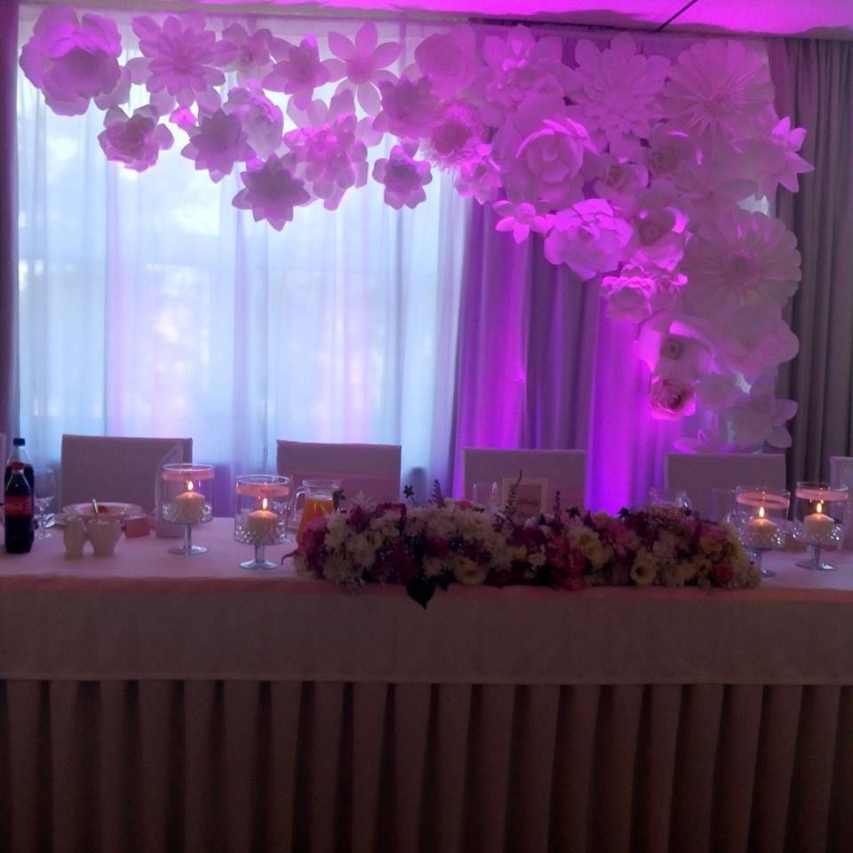 Dekoracje Weselne Dekoracja Sali Weselnej Dekoracja Sali Lodz Dekoracja Stolu Panstwa Mlodych Papierowe Kwiaty Paper Flowers Wedding Ceiling Lights Light
