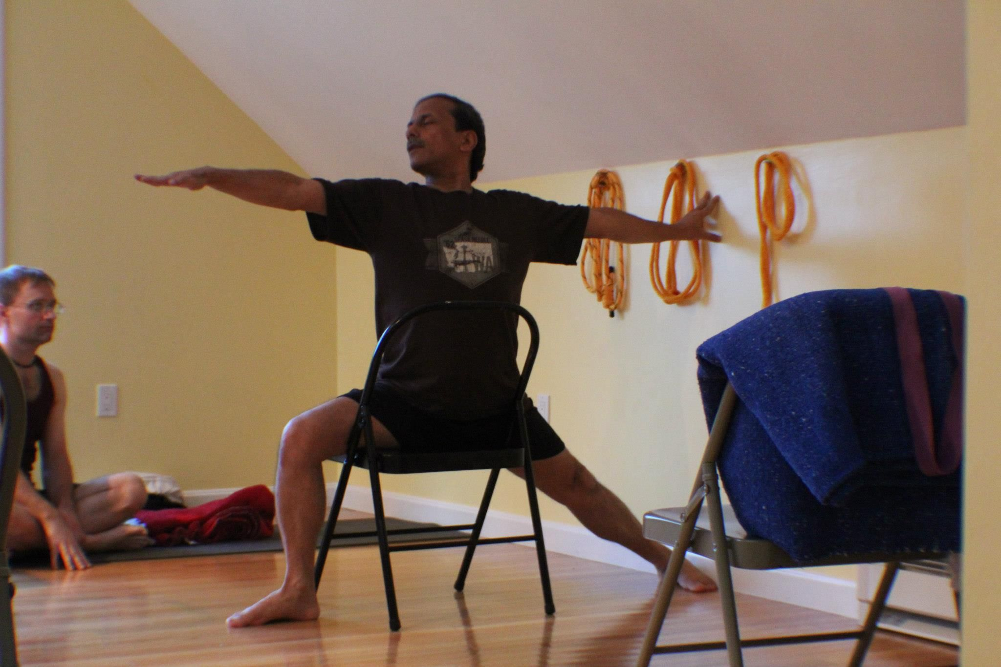 Virabhadrasana 2 iyengar yoga chair standing poses for Chaise yoga iyengar