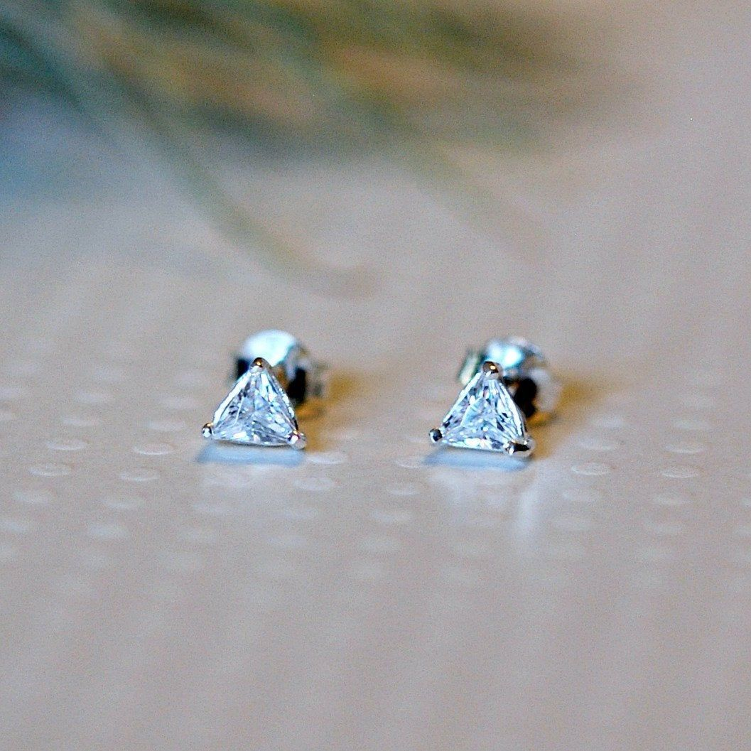 Triangle Cubic Zirconia Stud Earrings En 2020