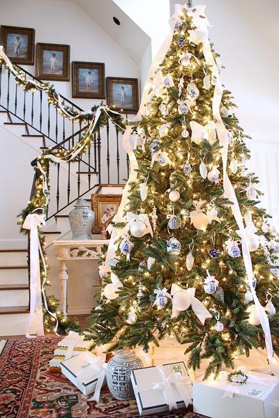 Deck the Halls Christmas Home Tour - Entry Christmas decor