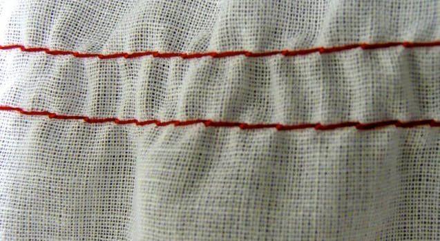 Leggera increspatura regolando la tensione della macchina per cucire