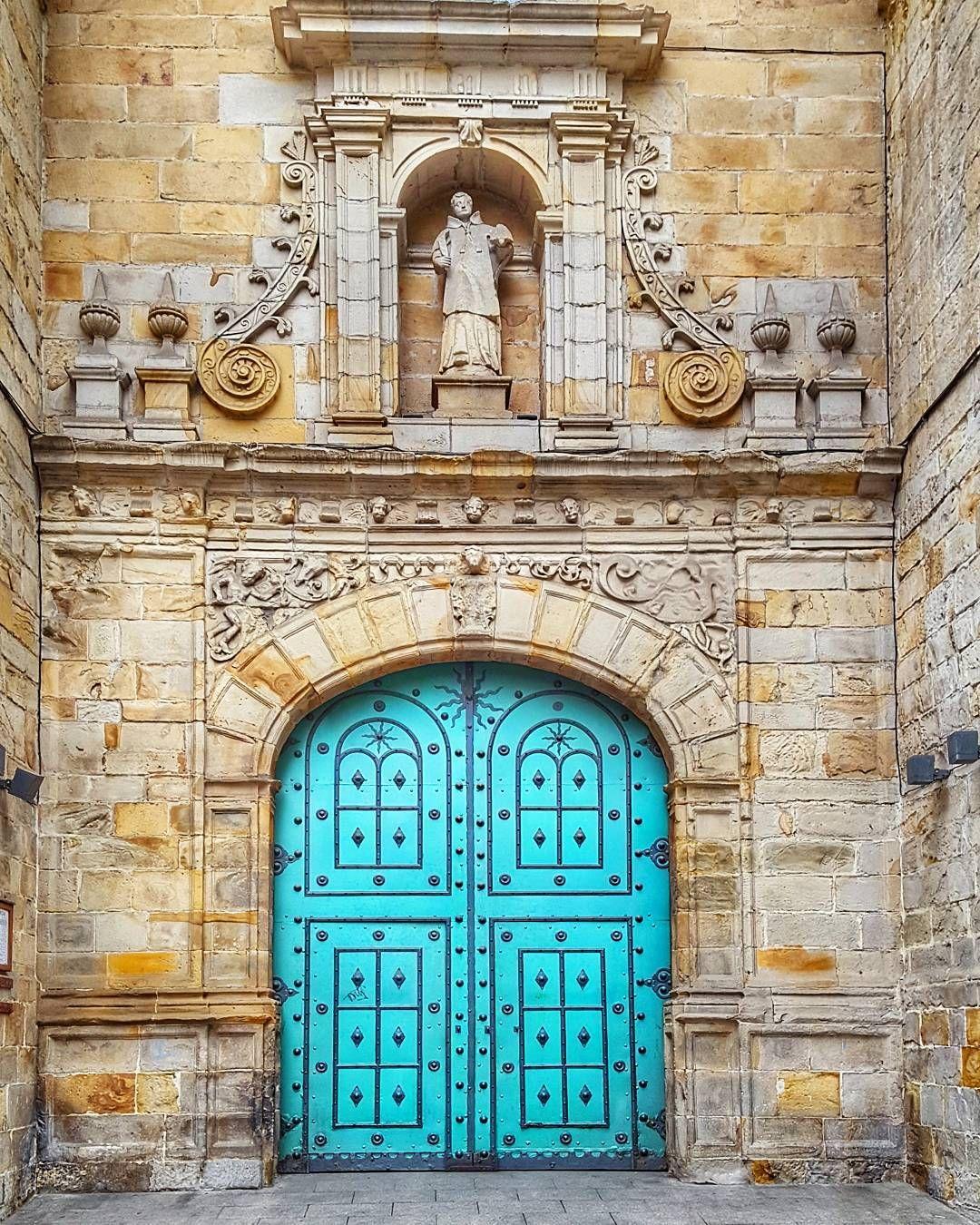 Iglesia San Vicente Mártir De Abando Bilbao Puertas De Entrada Puertas Ventanas Puertas Antiguas