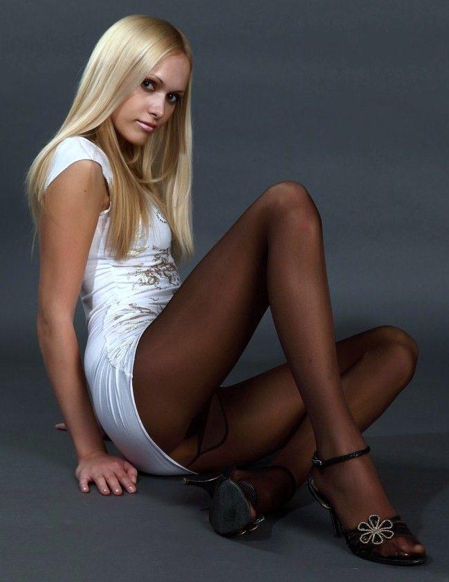 Claudia bondage model