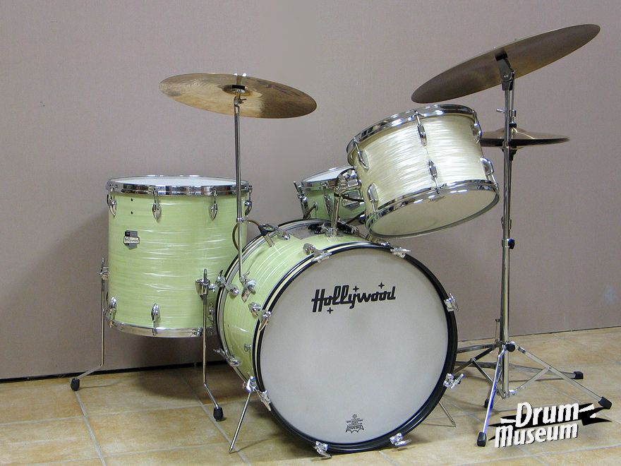 Beautiful pale mint oyster finish. Ah, but look a little closer...they are electric!