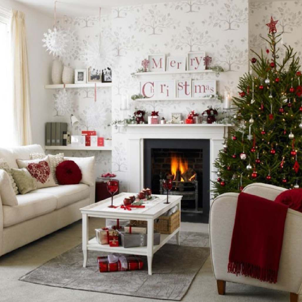 Christmas decoration ideas for a small house - Find This Pin And More On Tiny Houses Decoration Chic Christmas Decorating Theme Ideas