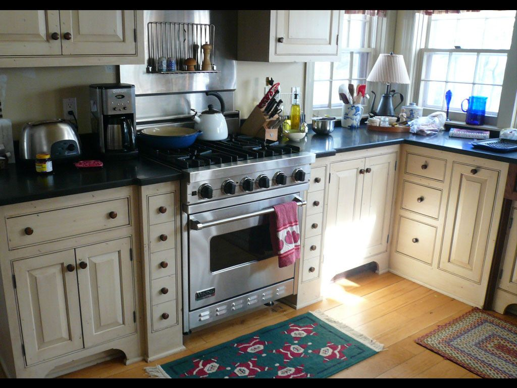 Early American R A Page Custom Cabinetry And Farmhouse Furniture Kitchen Remodel Primitive Kitchen Custom Kitchen