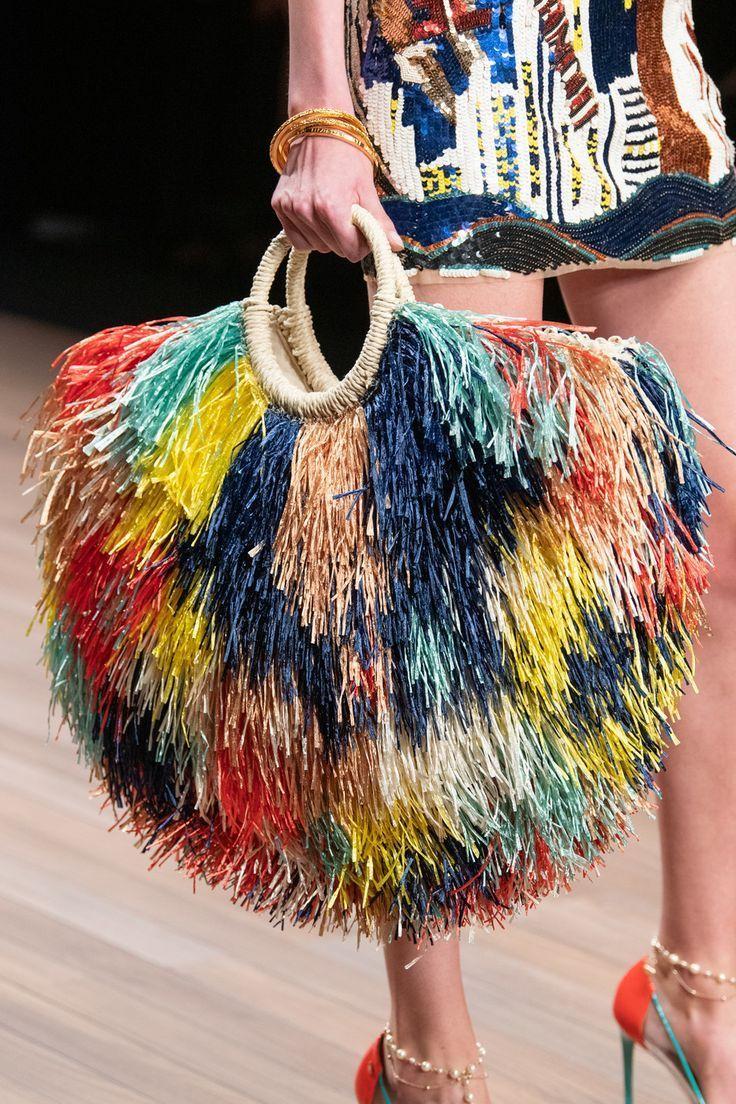 Elisabetta Franchi en la Semana de la Moda de Milán Primavera 2020, #Elisabetta #Fashion #Franchi #Milan # …  – Bolsa