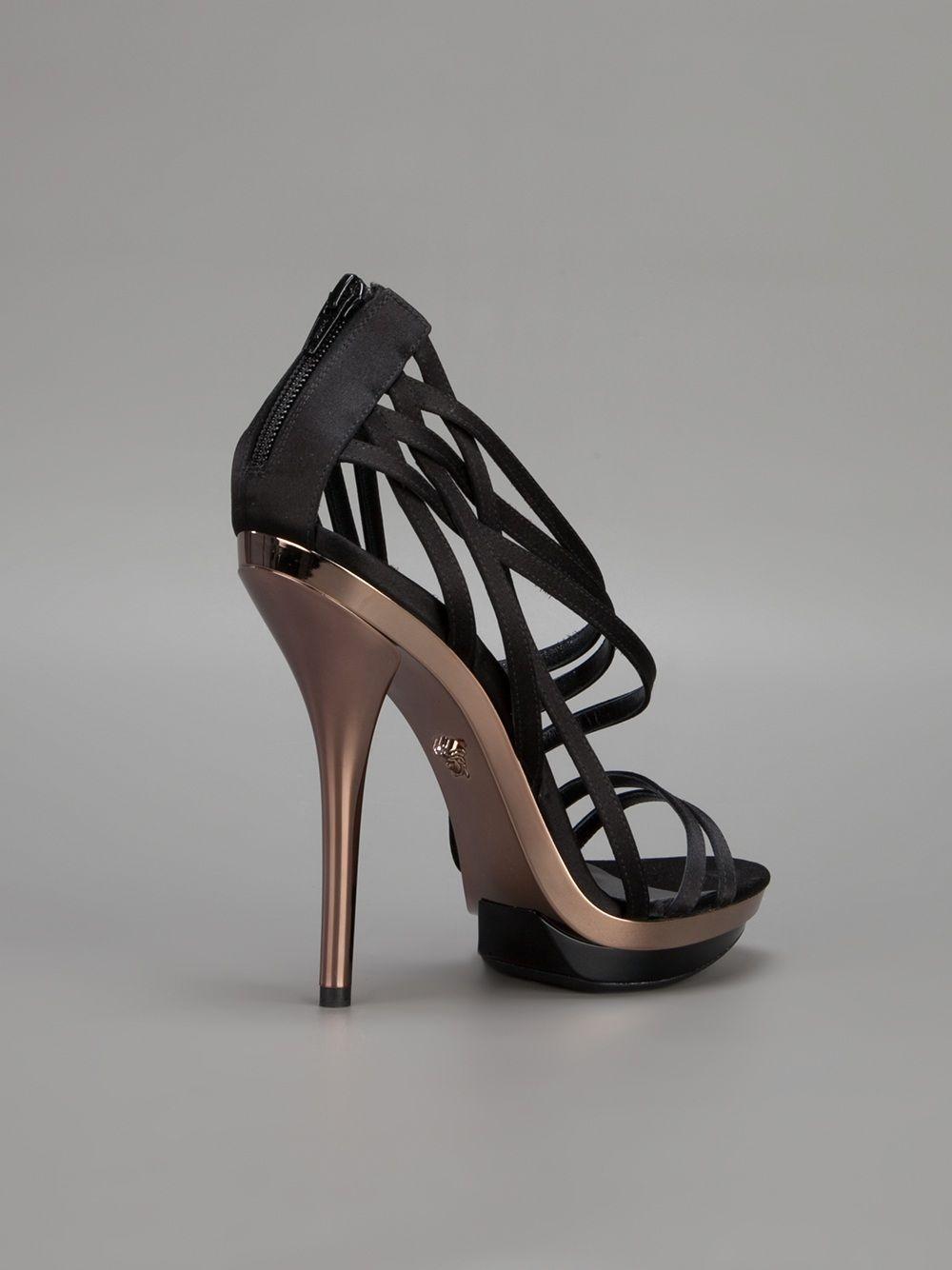 890418c1366 Versace Sandália Preta. - Elite - Farfetch.com.br