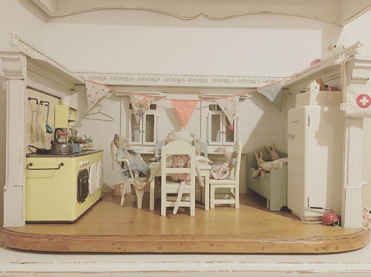 Maileg Gaste Besuch Puppenstube Dollhouse Bunny Rabbit Hase Kaninchen Maus Vintage Retro Kuche Kitchen Shabb Maileg Doll House Doll House Maileg