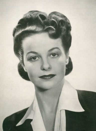 1940s Hairstyles History Of Women S Hairstyles 1940s Hairstyles Vintage Hairstyles Womens Hairstyles