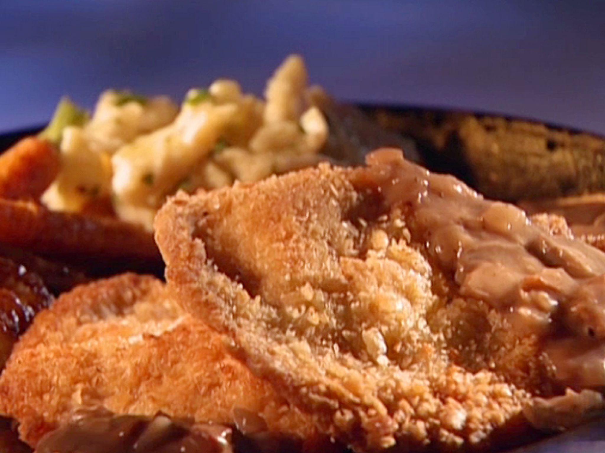 Jagerschnitzel with Bacon Mushroom Gravy (Jager = Hunter) | Rezept ...