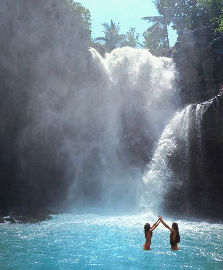 633 отметок «Нравится», 84 комментариев — @imachicnation в Instagram: «Chasing waterfalls w/ @vanessalety»