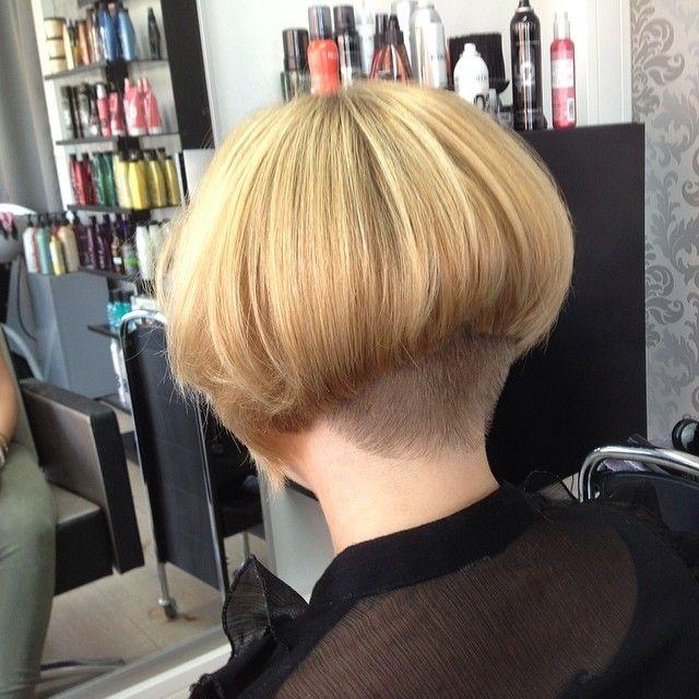 A Nugget Dos De Cheveux Courtes Coupe De Cheveux Coiffure Et Beaute