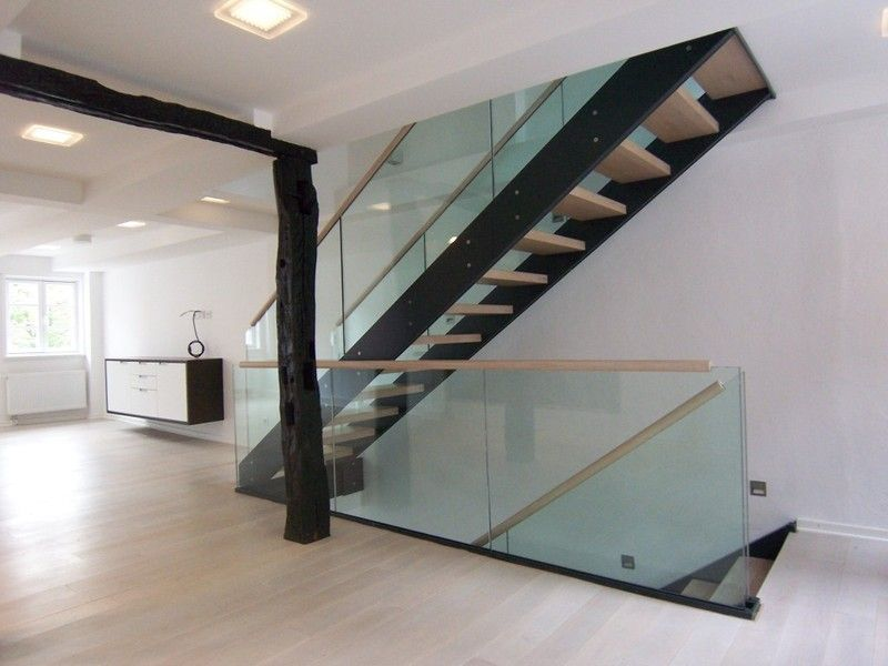 gel nder aus glas stairs treppen treppe treppengel nder und treppe haus. Black Bedroom Furniture Sets. Home Design Ideas