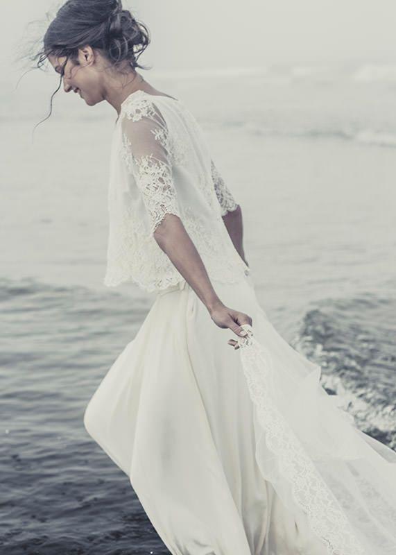 a80f869a0ed Très belle robe de mariée légère et fluide. Parfaite pour un mariage en  bord de mer. Une dentelle fine et un tissus noble pour une robe qui  sublimera la ...