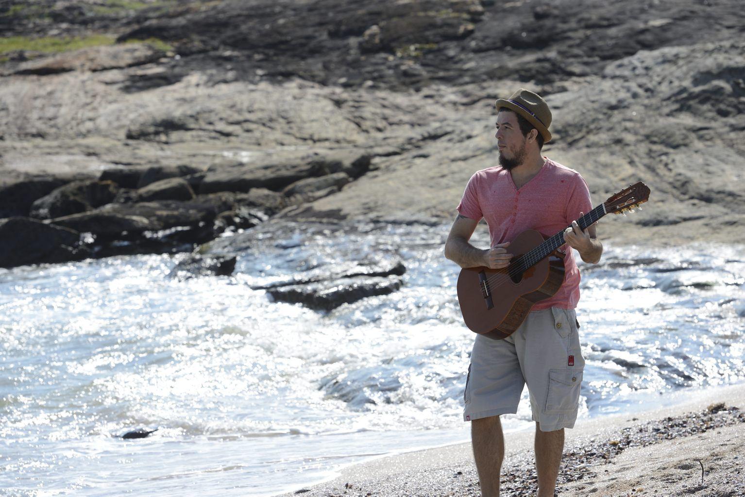 O músico Alexandre Lima criou uma bela música para representar o Reserva Amary. Foto: Sagrilo.