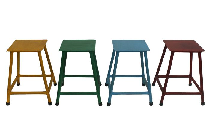 taburetes metálicos bajos de estilo vintage de la firma fs muebles