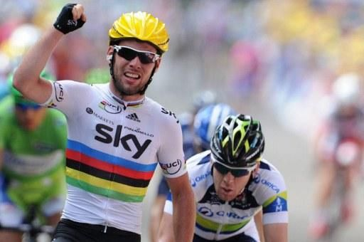 Mark Cavendish (Sky) wins the stage