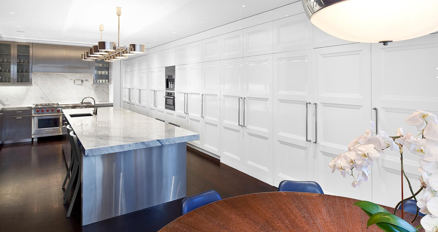 St Charles kitchen displays great functionality in this Fifth Avenue ...