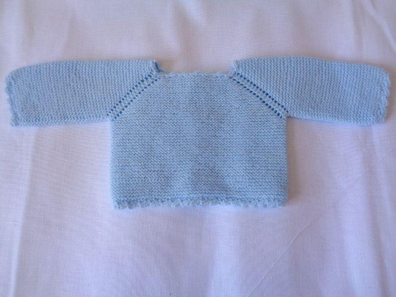 Jersey de manga ranglan con onditas en lana azul beb - Patrones jerseys de punto hechos a mano ...