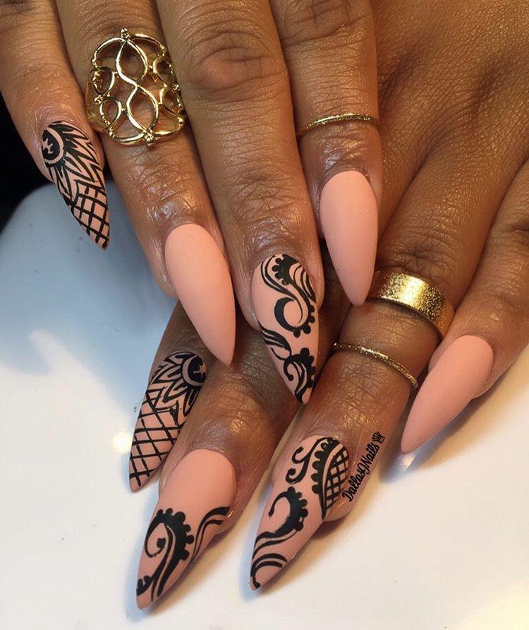nude with black swirl henna nail